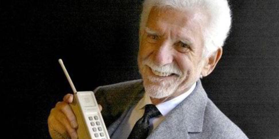 كيف كانت بداية الهاتف المحمول؟